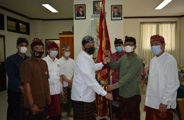 Hari Ini, ESI Bali Resmi Serahkan Bendera Pataka ke KONI Bali