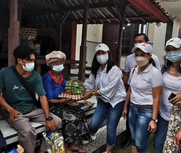 Istri Sekda  Gianyar Berbagi Kasih di Tengah Pandemi