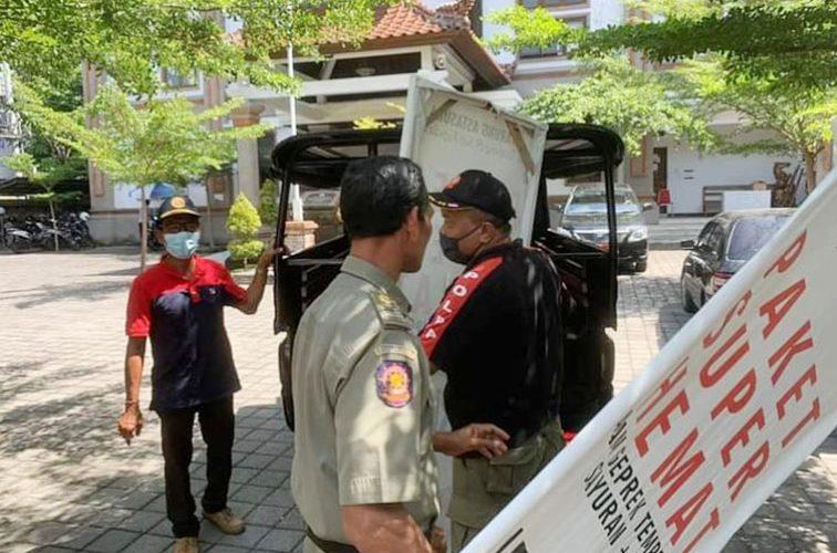 Hindari Kesan Sembrawut, Satpol PP Denpasar Tertibkan Spanduk, Baliho dan Banner