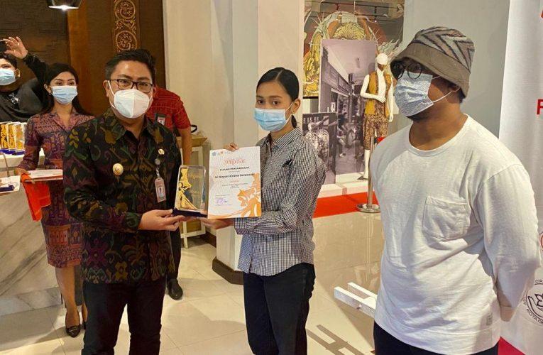 Serahkan Hadiah Pemenang Lomba Fashion Desain, Wakil Wali Kota Denpasar Ajak Generasi Muda Bangkit di Masa Pandemi