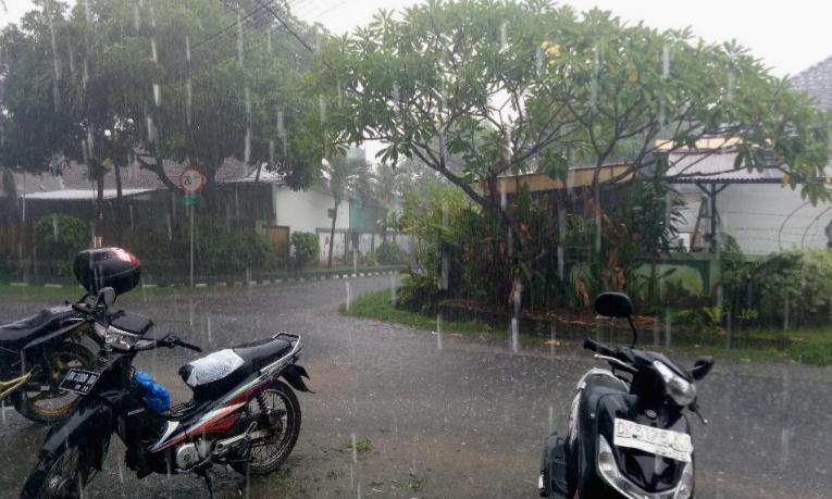 Masuki Peralihan Musim, BMKG Sebut Sebagian Wilayah Bali Diguyur Hujan