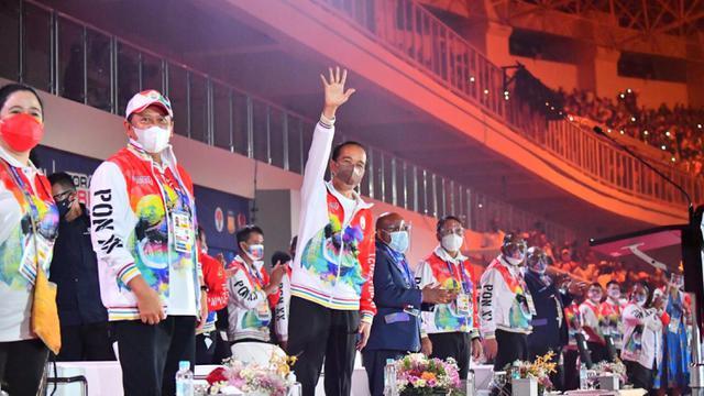 Dibuka Presiden Jokowi, PON XX Disemarakkan Pesta Kembang Api dan Tarian Pupua